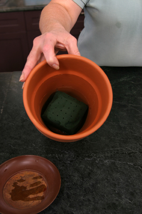 a picture of a pot with Oasis material