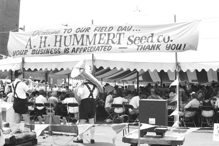 a black and white photograph from the 1983 Hummert's Field Day