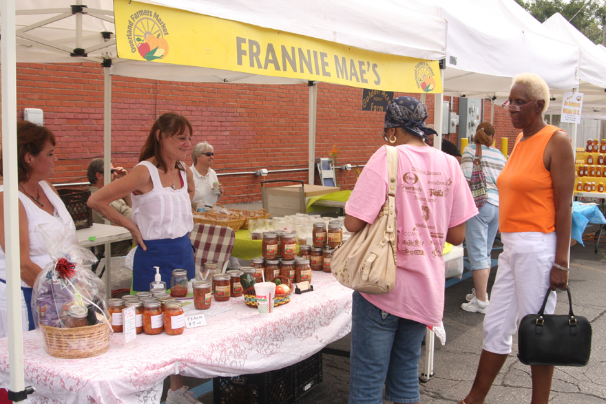 A picture of customers at a farmers' market.