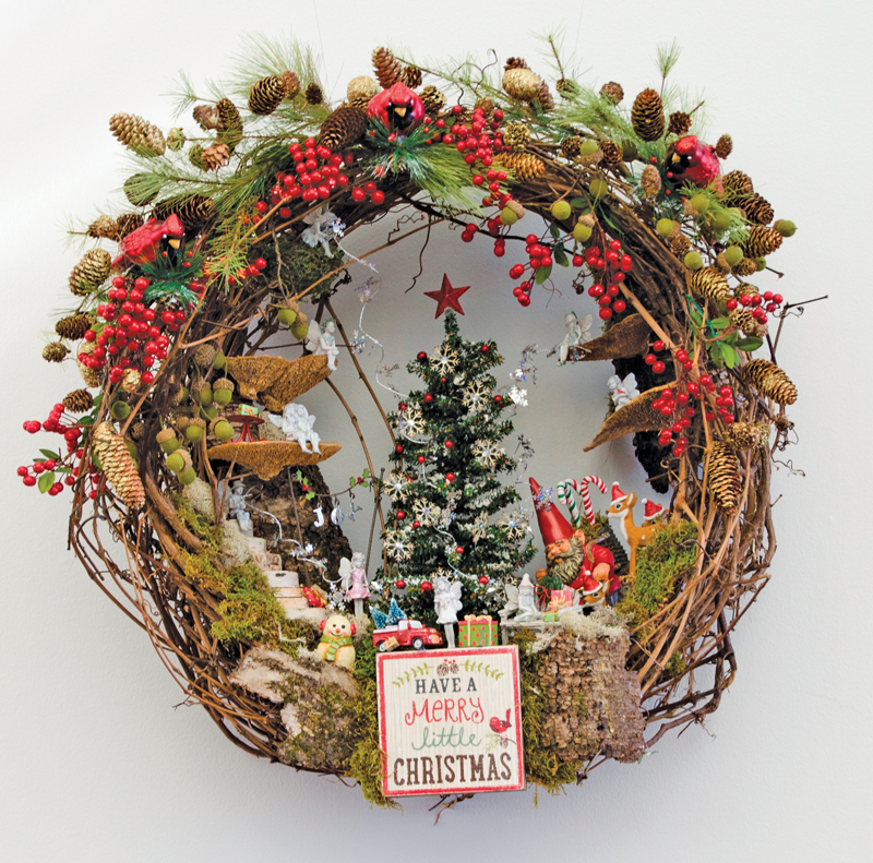A picture of a holiday wreath